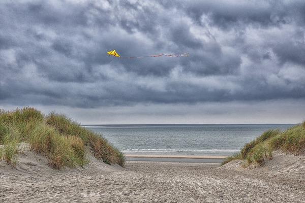 Vlieger op het strand Ameland